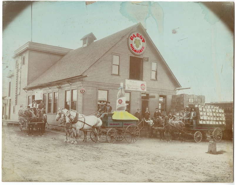 Calumet Pabst Brewery and delivery wagons (no. 27)