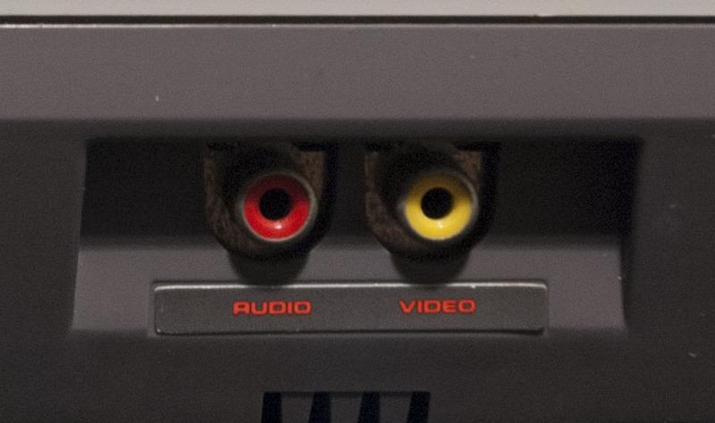 Nintendo Entertainment System (NES) A/V Ports 1