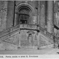 Perugia. Porta scala e arco S. Ercolano