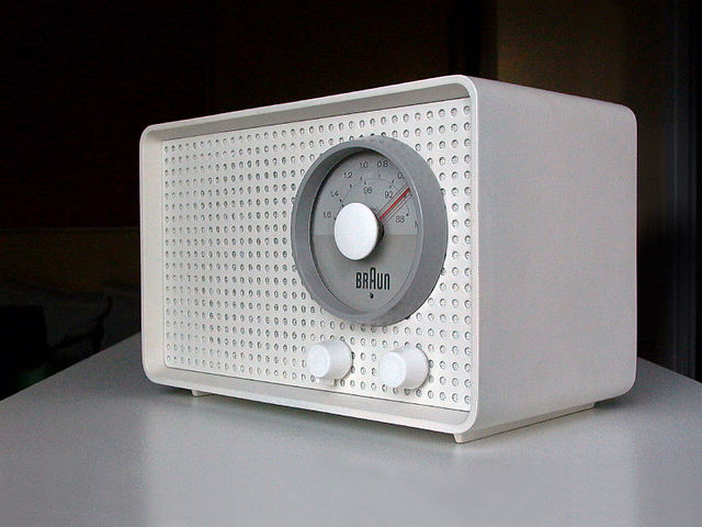 Photography of a very minimalist radio by Braun.