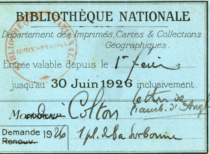 Small blue card with writing on it in French