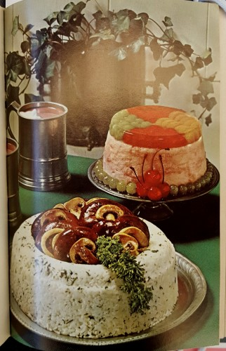In foreground: molded rice ring with kidneys and mushrooms in the middle; background: jello-mold ring